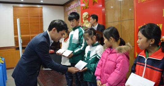 Quỹ Toyota trao tặng học bổng 'Vòng tay nhân ái' tại tỉnh Lạng Sơn
