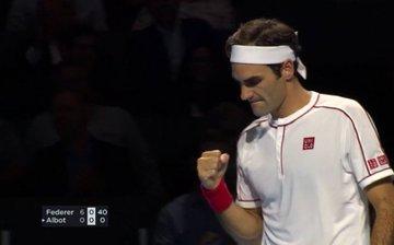 Roger Federer vào tứ kết Basel Open sau màn hủy diệt Radu Albot