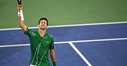 Novak Djokovic thẳng tiến vào vòng 3 ở Dubai