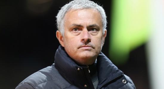 Mourinho: Tôi không phải là Einstein để dùng 4 cầu thủ đá cánh