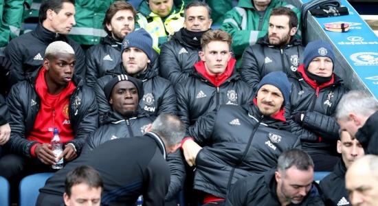 Vì Champions League, Man Utd nên bỏ tép, bắt tôm