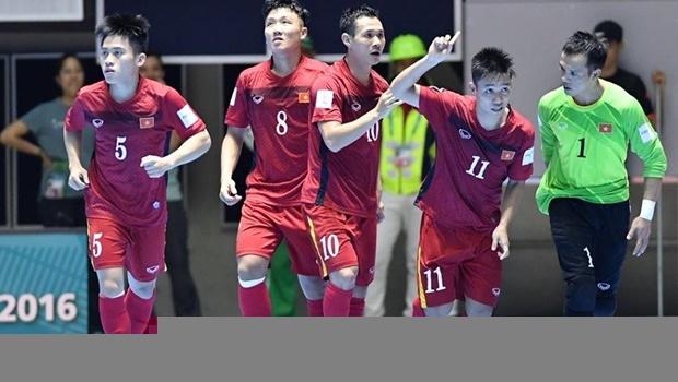 Trưởng đoàn futsal Việt Nam: Luôn tỉnh táo với chiến thắng lịch sử