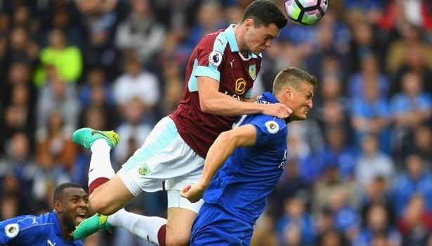 Hàng thủ chơi tệ, Chelsea cầu cứu hàng thải M.U