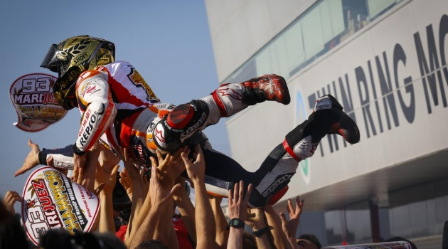 Cặp đôi Yamaha đo đường, Marc Marquez vô địch MotoGP 2016 trước ba chặng đua