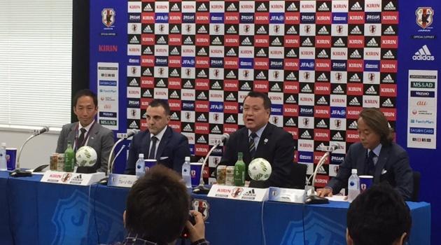 """Cựu HLV futsal Việt Nam bị """"xoay"""" 30 phút trong phòng họp báo"""