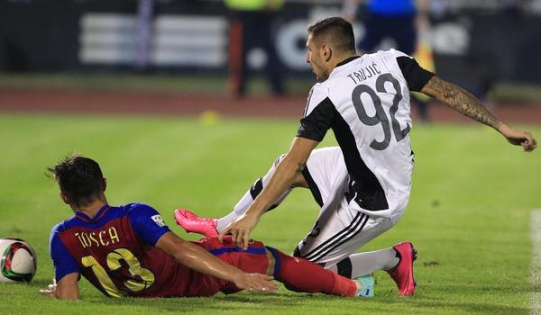 Hy hữu: Cầu thủ Serbia bị CĐV tẩn sấp mặt vì thua trận