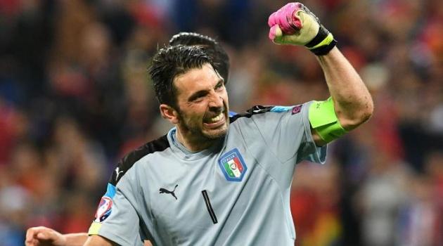 Buffon lọt top 3 Cầu thủ xuất sắc nhất năm của UEFA