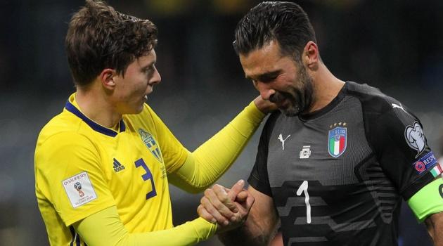 Huyền thoại Dino Zoff: Tôi đau khi thấy những giọt nước mắt của Buffon