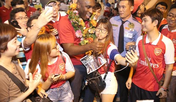 Sol Campbell sẵn sàng nối gót Ryan Giggs đến Việt Nam làm việc
