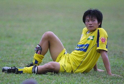 'Thần đồng' bóng đá Việt Nam theo nghiệp 'gõ đầu trẻ' ở SLNA