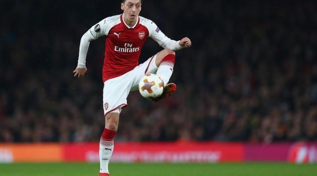 Mesut Ozil là ông vua kiến tạo Europa League