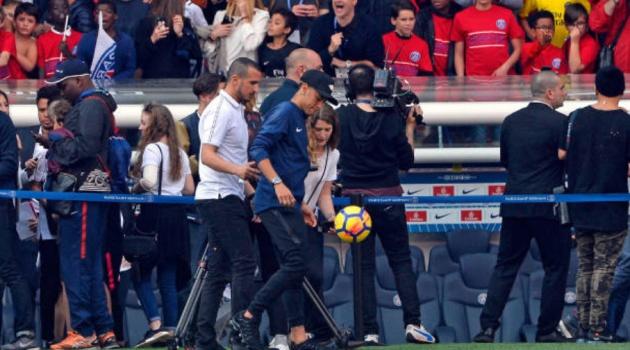 Neymar đã xuất hiện trở lại trong buổi tập mới nhất của PSG
