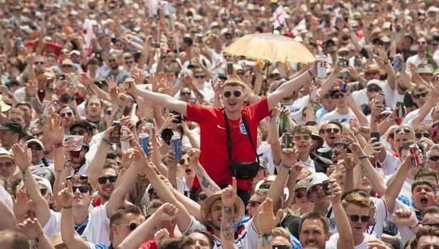 Kane lập hat-trick, CĐV Anh ăn mừng như thể vô địch thế giới ở quê nhà