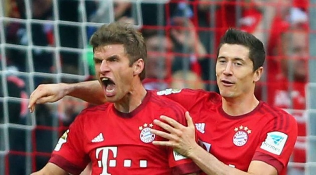 Giành danh hiệu đầu tiên trong mùa giải, Muller đưa Lewandowski lên tận mây xanh