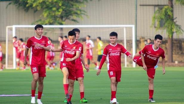 Cầu thủ Hà Nội FC hội quân, tuyển Việt Nam tiếp tục tập nhẹ nhàng