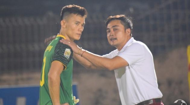 Điểm tin bóng đá Việt Nam sáng 16/10: HLV FLC Thanh Hóa nói gì về sai lầm của Bùi Tiến Dũng?