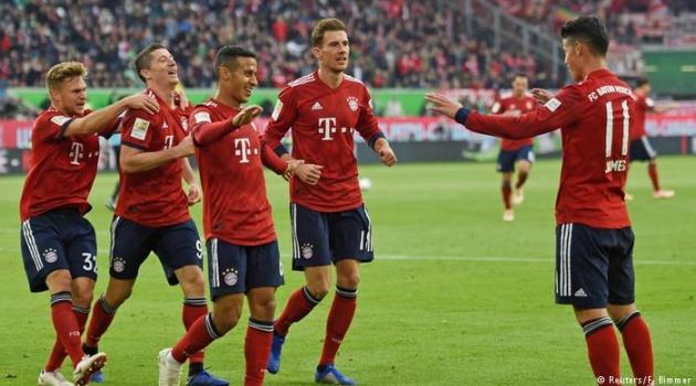 Sát thủ ghi 2 bàn, 1 kiến tạo giúp 10 người Bayern vượt khủng hoảng