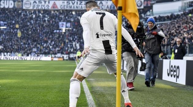Max Allegri nói gì khi Ronaldo lần đầu tiên chạm cột mốc buồn