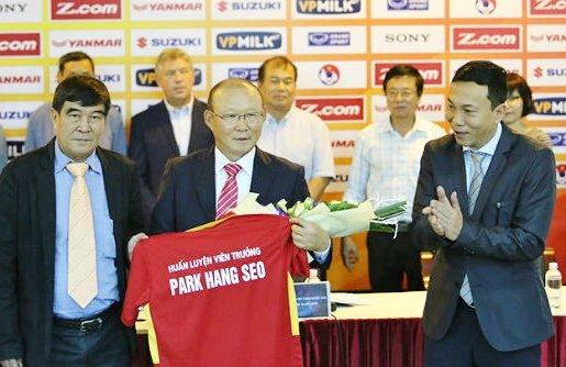 Đàm phán giữa thầy Park và VFF kéo dài: Thời gian là biến số khó lường