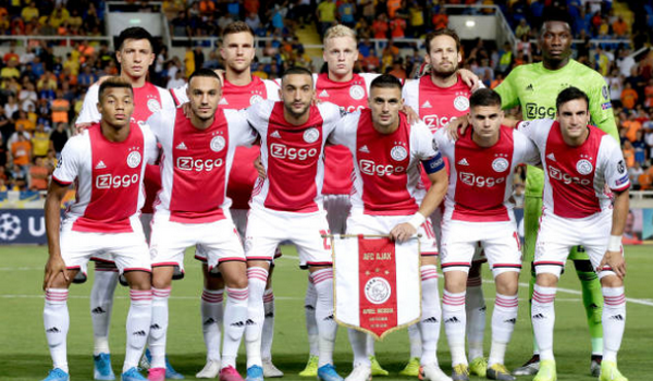 Nhận thẻ đỏ, Ajax gặp bất lợi lớn tại play-off Champions League