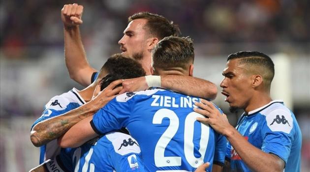 Tam tấu MIC tỏa sáng, Napoli nhọc nhằn đánh bại Fiorentina