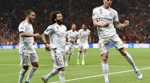 Fan Real: Đã quá đủ, anh ấy là cầu thủ hay nhất mọi thời đại, thiên tài!