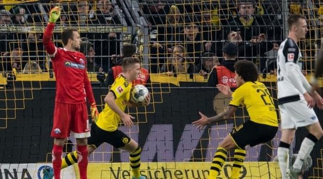 Vòng 13 Bundesliga: Monchengladbach gặp khó và cơ hội để Dortmund trở lại đường đua