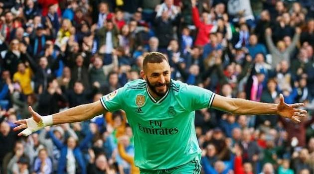 Varane nổ súng, Real Madrid vượt qua Barcelona chiếm vị trí số 1 La Liga