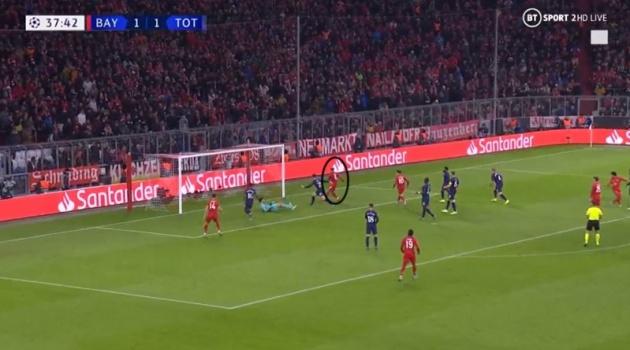 CHOÁNG! Sao Bayern thực hiện cú lừa đỉnh nhất năm, đồng đội ôm đầu ngao ngán