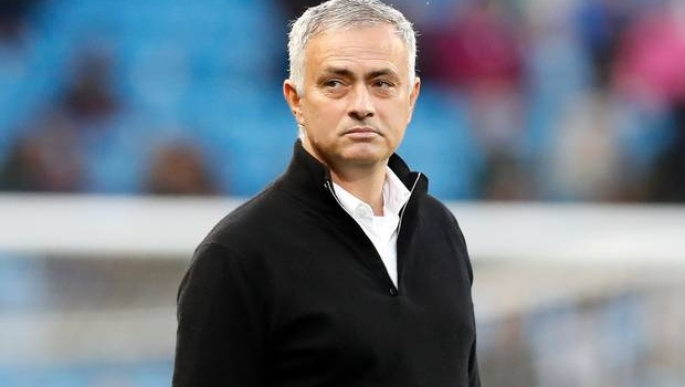 Mourinho: Tôi giận dữ đến phòng thay đồ, cậu ấy nói: 'Vui lòng chờ ở ngoài 2 phút'