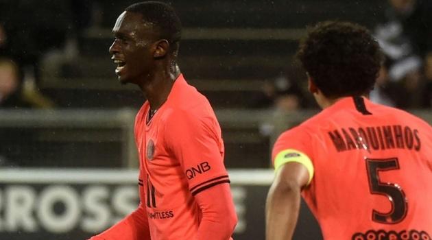 Vượt mặt Mbappe, thần đồng 17 tuổi của PSG chạm kỷ lục kinh hoàng ở Ligue 1