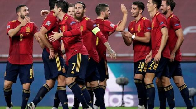 Tây Ban Nha ăn mừng sau màn hủy diệt Đức