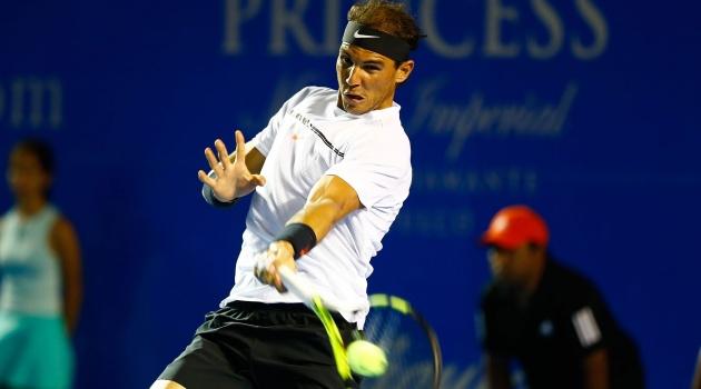 Nadal thua sốc ở chung kết Acapulco