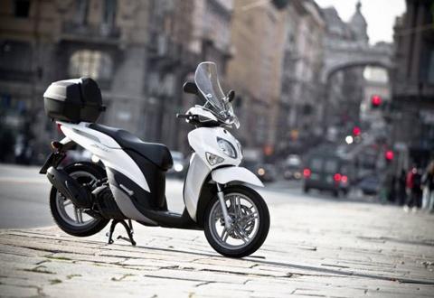 Khắc tinh của Honda SHi chính thức xuất hiện