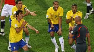 Bạo lực tiếp tục phủ bóng đen lên bóng đá Brazil