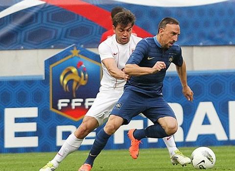 Pháp thị uy trước Euro 2012