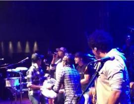 Sao Brazil trổ tài ca hát trong hộp đêm