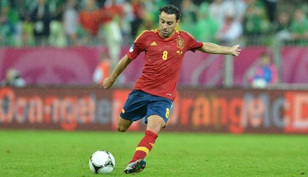 Xavi: Luis Aragones có thể góp ý bất cứ điều gì mình muốn