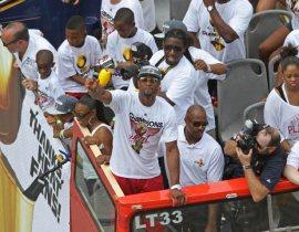 Video: Lễ diễu hành ăn mừng chức vô địch NBA 2012 của Miami Heat