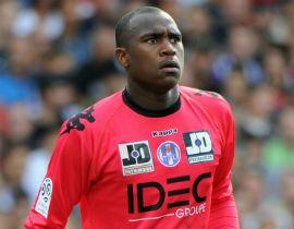 Video: Pha đánh đầu ngược ghi bàn ở phút thứ 90+5 của thủ môn (Tolouse 2-2 Rennes)