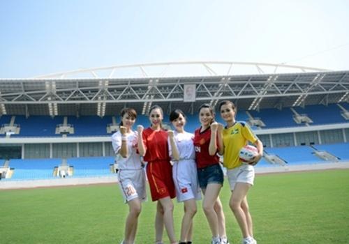 Thí sinh Hoa hậu phụ nữ Việt Nam qua ảnh gửi lời chúc đến đội tuyển Việt Nam
