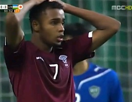 Video: Pha bỏ lỡ khó quên trong lịch sử của cầu thủ Qatar