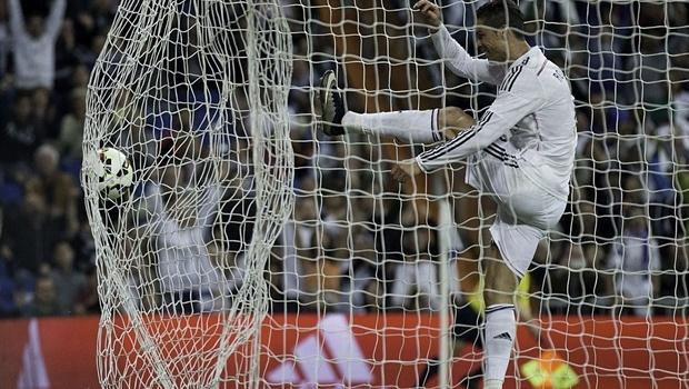 Chùm ảnh: James Rodriguez ghi bàn thay Ronaldo tịt ngòi, giúp Real hạ Almeria