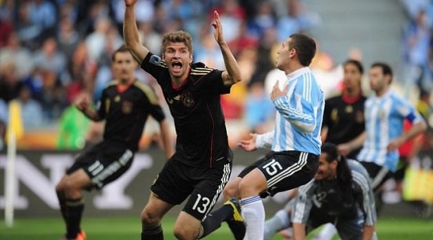 """Thomas Muller: Cậu bé nhặt bóng nay đã thành """"Der Bomber"""""""
