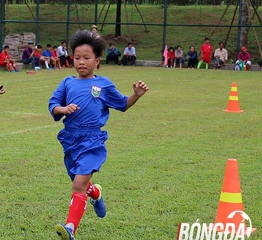 Cựu tuyển thủ Trần Minh Chiến đãi cát tìm vàng cùng bóng đá trẻ Bình Dương