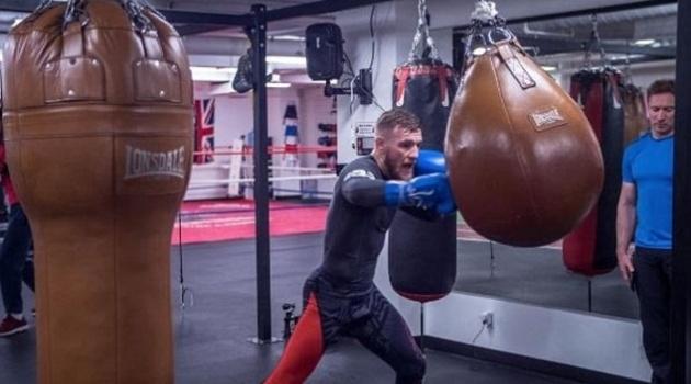McGregor tập boxing, sẵn sàng so găng Mayweather