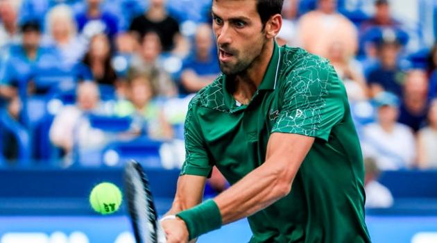 Thi đấu 2 trận liên tục, Djokovic vẫn giành chiến thắng để vào bán kết