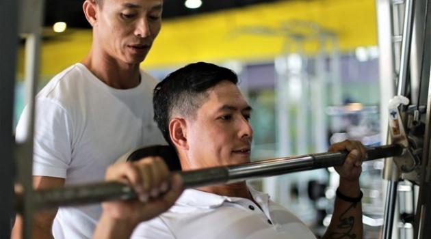 Diễn viên Bình Minh mướt mồ hôi tập với Phạm Hy cho phim võ thuật mới