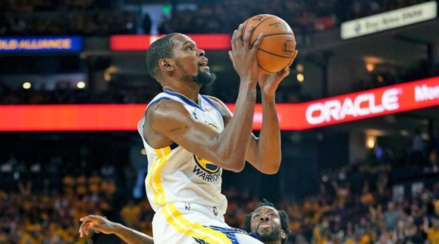 Kevin Durant đạt kỷ lục cá nhân, Warriors hẹn Rockets ở bán kết