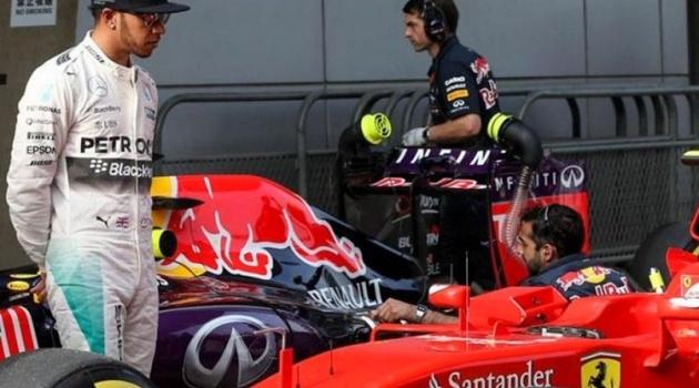Sếp Ferrari lên tiếng trước tin đồn tiếp cận Hamilton